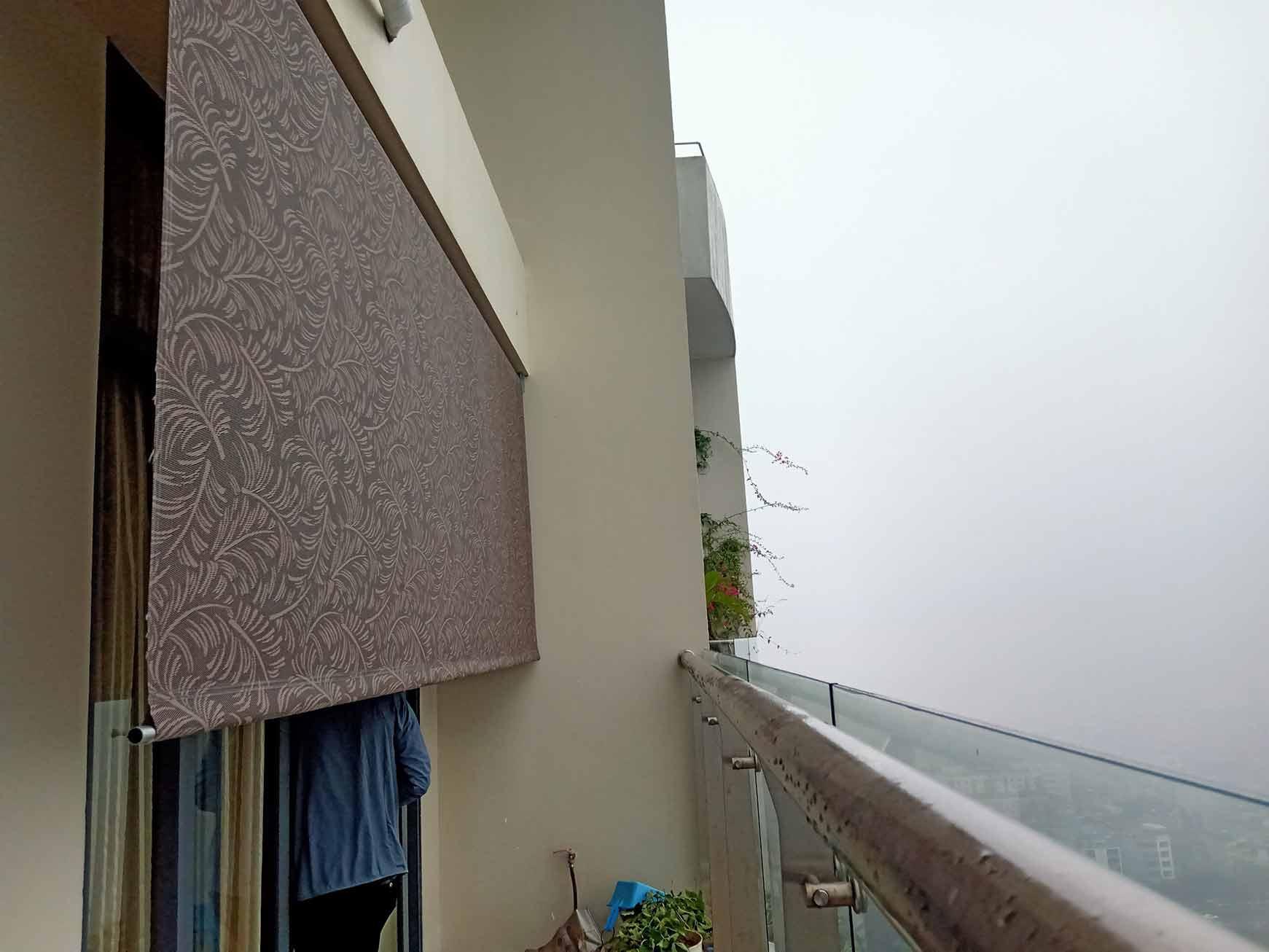 Bạt che nắng che mưa ngoài ban công điều khiển từ xa thương hiệu Hòa Phát
